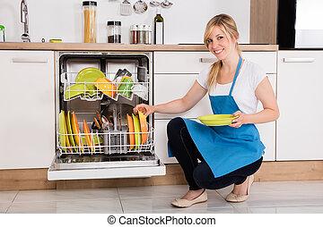 手配する, プレート, dishwasher, 女