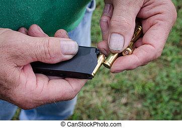 手, ローディング, 銃, クリップ, 人を配置する