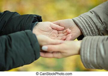 手, 保有物, 恋人