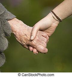 手, 保有物, 祖母