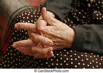 手, 在中, the, 年长的妇女