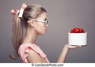 手。, 女, 若い, 贈り物