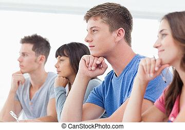 手, ∥(彼・それ)ら∥, 考え, 光景, 側, 生徒, 4, あご