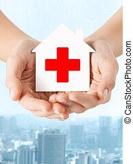 手, 拿紙張, 房子, 由于, 紅十字會