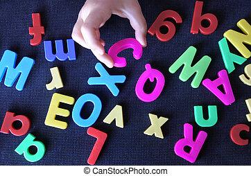手, ......的, a, 小孩子, 學習, the, 英語, 字母表