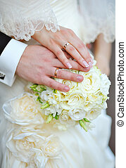 手, ......的, the, 新娘和新郎, 由于, 戒指, 上, 婚禮花束