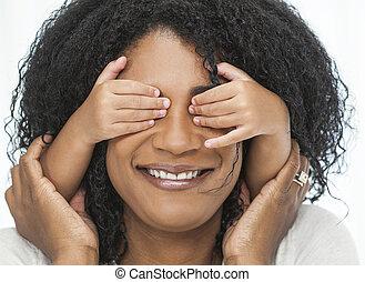 手, 目, 女, 上に, アフリカ系アメリカ人の子供, 遊び