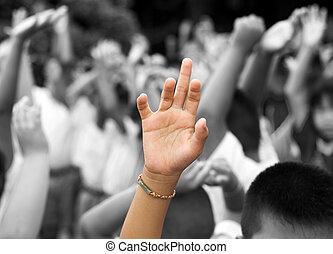 手 被舉, 在中間, 其他人, 手, 在, 背景