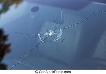 打ち壊された, フロントガラス