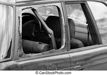 打ち壊された, 車 窓