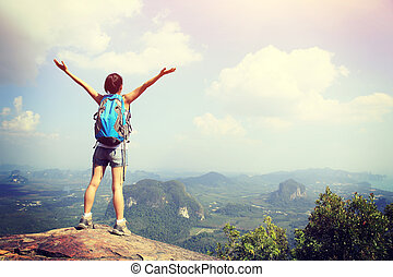 打开, 妇女, 鼓舞, 徒步旅行者, 山, 武器, 高峰