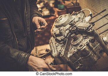 技工, 工作, 由于, 由于, 摩托車, 引擎, 在, a, 車間