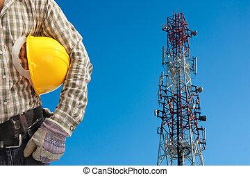 技術者, に対して, 電気通信タワー, ペイントされた, 白, そして, 赤, 中に, a, 日, の, ゆとり, 青,...