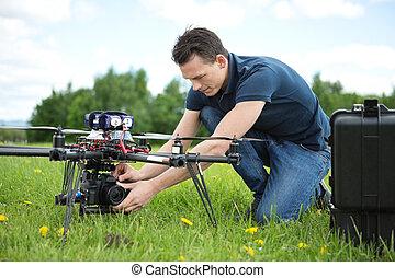 技術者, 固定, カメラ, 上に, uav, ヘリコプター