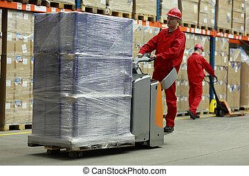 把儲存于倉庫, -, 人在工作中