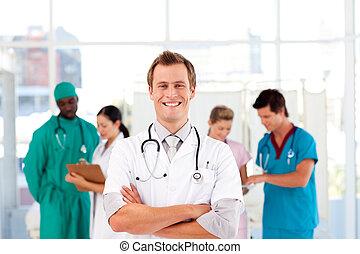折られる, 医者, 微笑, カメラ, 腕