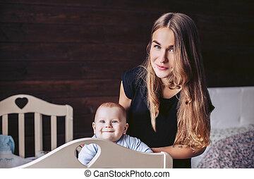 折畳み式ベッド, 顔つき, お母さん, 子供, 赤ん坊, posing., から