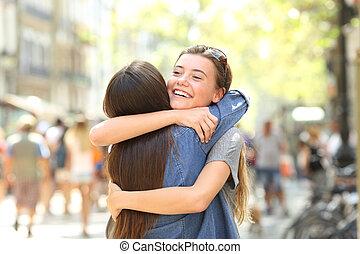 抱きしめること, ミーティング, 通り, 友人