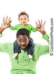 抱きしめること, 男の子, 使用, 概念, 愛, 赤ん坊, 子育て, 父, 隔離された, それ, バックグラウンド。, 黒人の子供, 白, ∥あるいは∥, 幸せ