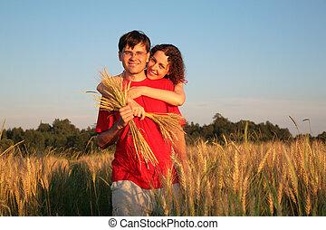 抱擁, 女, 小麦, 若い, フィールド, の後ろ, 人