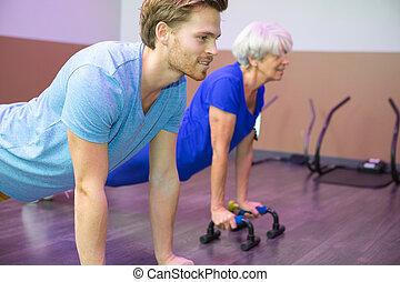押し, 年長の 女性, 療法, の上
