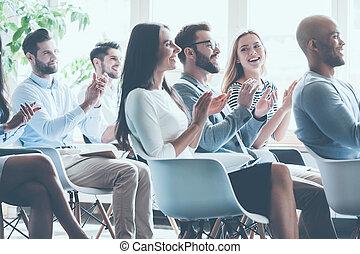 拍手喝采する, 会議, モデル, 人々, 光景, 側, 一緒に, グループ, 朗らかである, ∥(彼・それ)ら∥, achievements., 若い