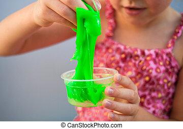 持つこと, おもちゃ, experiment., ある, 呼ばれる, 手, 子供, 手製, 創造的, 保有物, 粘着物, 楽しみ, 科学