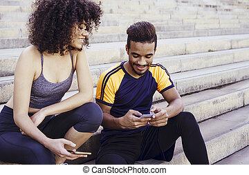 持つこと, 運動, interracial, 楽しみ, 電話, 恋人