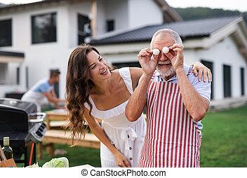 持つこと, grilling., 楽しみ, バーベキュー, 屋外で, いつか, 庭, multigeneration, 家族
