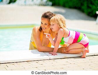 指すこと, 母, 赤ん坊, 肖像画, 女の子, 幸せ, プール, 水泳