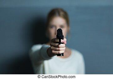 指すこと, a, 銃, ∥において∥, 誰か