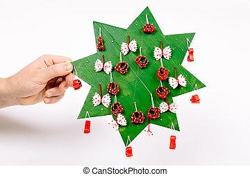 指示, 超過, 締まりなさい, マカロニ, 切口, 低下, 糸, 穴, 形, 作りなさい, branches., 付けられる, まねをしなさい, クリスマス, ボール紙, いかに, 緑, のり, ステップ, 木。, 星