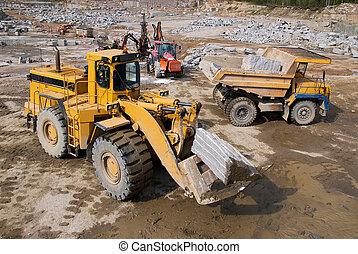 挖掘, 同时,, 堆存处, 车辆