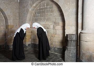 挨拶, 修道女