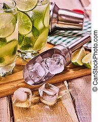 振りかけ式容器, 板, カクテル, 木製である, ガラス, アルコール