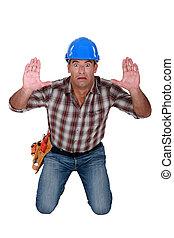 捕えられた, 建築作業員