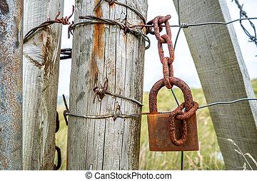 掛かること, 鎖, 門, 錆ついた, 錠, 次に, フェンス