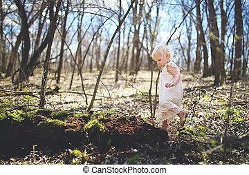 探検, わずかしか, 自然, 森, 女の子, よちよち歩きの子