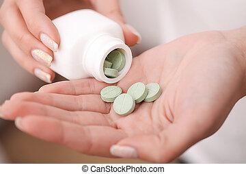 接受, ......的, drugs., self-treatment, 在, home., 藥丸, 規定, 所作, 你, 醫生