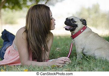 接吻, 吹く, 公園, 犬, 彼女