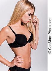 接觸, 由于, perfection., 美麗, 年輕婦女, 在, 黑色, 胸罩, 以及, 內褲, 藏品 手, 上, 臀部, 以及, 保持, 眼睛關閉, 當時, 站立, 針對, 白色 背景