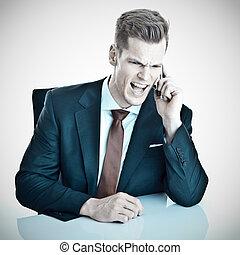 携帯電話, 彼の, 怒る, 若い, ビジネスマン, 叫ぶこと