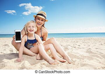 携帯電話, 母, 提示, 子供, 海岸, 空白 スクリーン