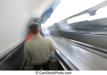 摘要, 電動扶梯, 由于, passengers., 迷離行動