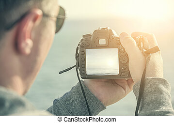 撃つ, カメラ。, 人