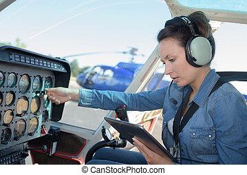 操縦室, 舵輪, 女