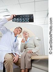 放射學家, 由于, 病人, 看x-射線
