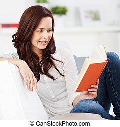 放松的女人, 以及, 閱讀一本書