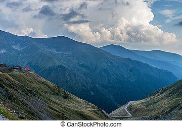 救出, 雲, 渡ること, 森林, 自動車, curvy, 背景, 棚, の上, カバーされた, 高く, 底, 道, ふくらんでいる, 山, 家
