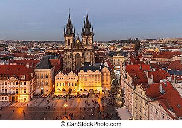 教堂, ......的, 我們, 夫人, 在, 布拉格, 空中的觀點, 夜晚, 光, 捷克共和國